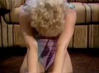 Блондиночка обожает жаркий мощный секс