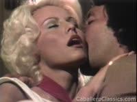 Белокурая красотка занимается сексом со своим мачо
