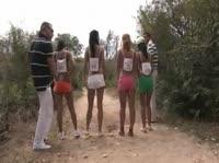 Парни трахают группу девушек на берегу речки