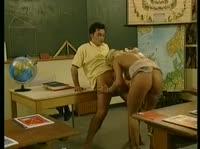Студент натянул свою учительницу на член