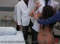 Девушек жестко трахают и кончают им в рот сперму